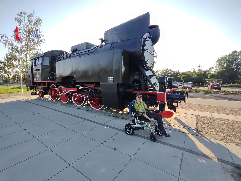 Przed dworcem kolejowym wIławie